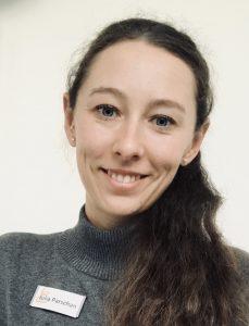 MitarbeiterInnen im einzelbetreuten Wohnen haben in der Regel ein Studium der Sozialpädagogik oder sozialen Arbeit absolviert. Julia Parschan ist Koordinatorin für Einzelbetreutes Wohnen im Therapienetz Essstörung.